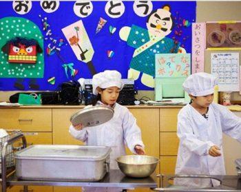 bữa trưa tại trường tiểu học