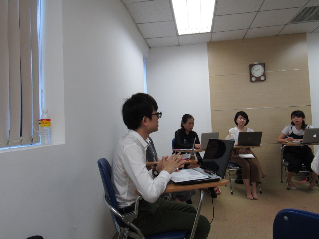 Các giáo viên chia sẻ tại buổi training