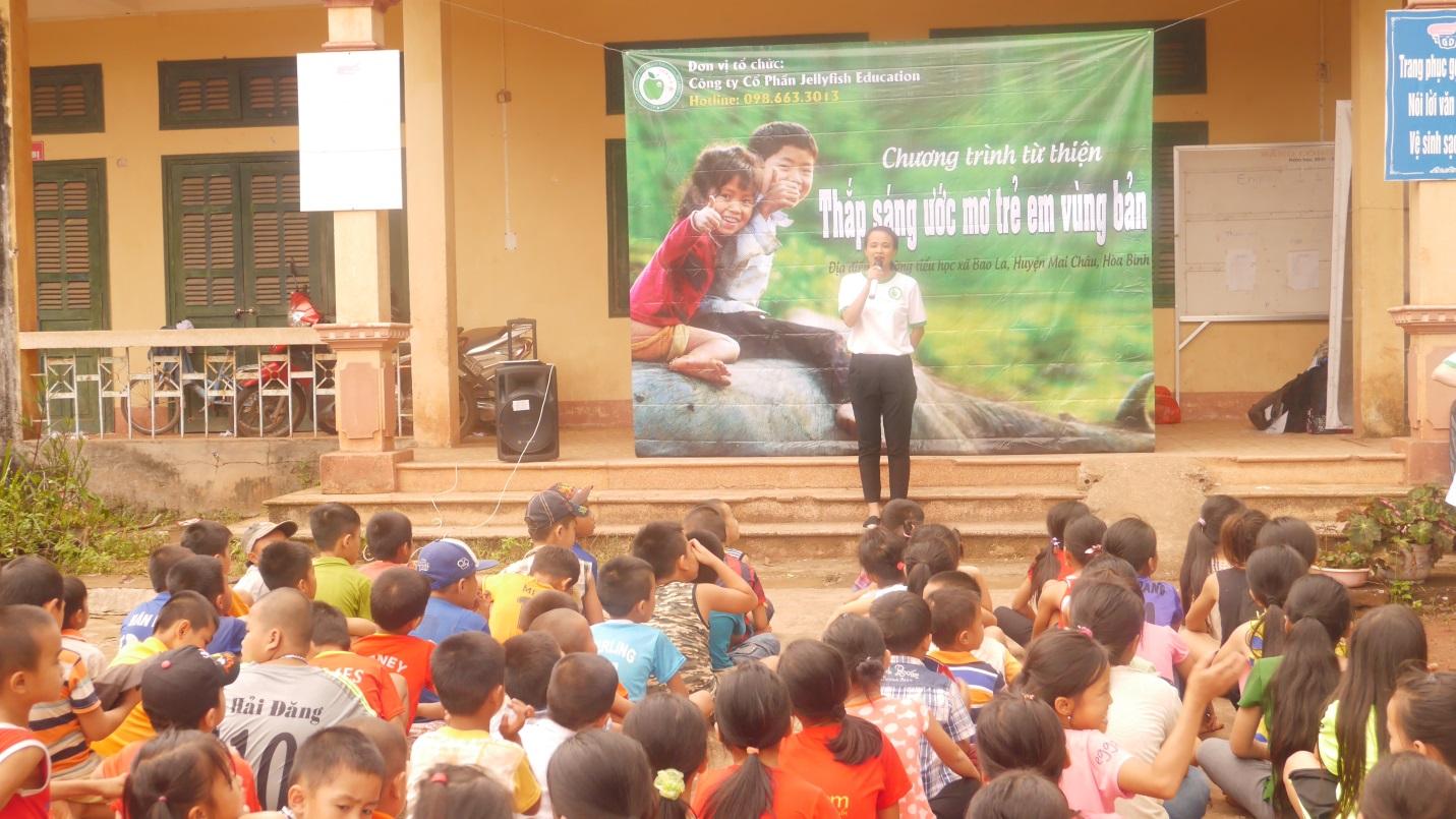 Đại diện Jellyfish Education phát biểu khai mạc chương trình