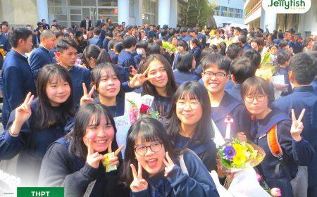 Các du học sinh Việt Nam tại Meitoku trong ngày tốt nghiệp khối THPT