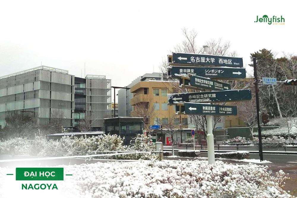 Khuôn viên trường vào mùa đông