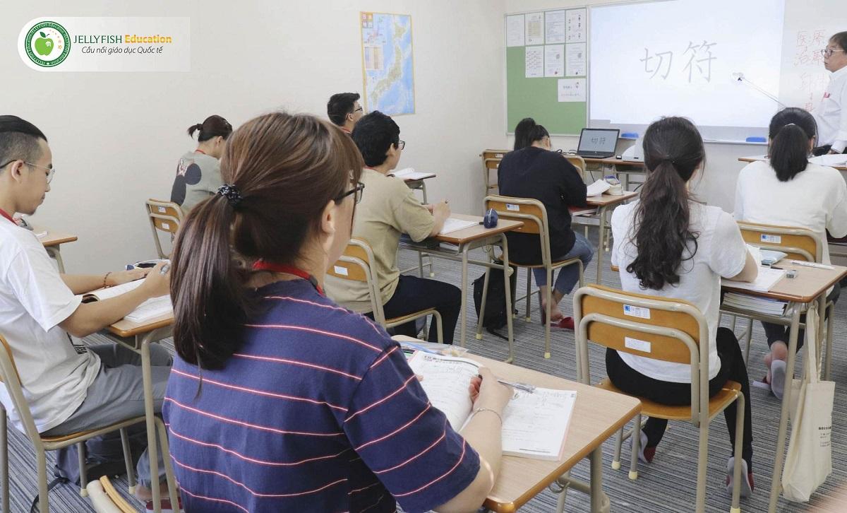 Minh họa: Du học sinh Việt Nam học tiếng Nhật tại trường Nhật ngữ Goto, tình Nagasaki.