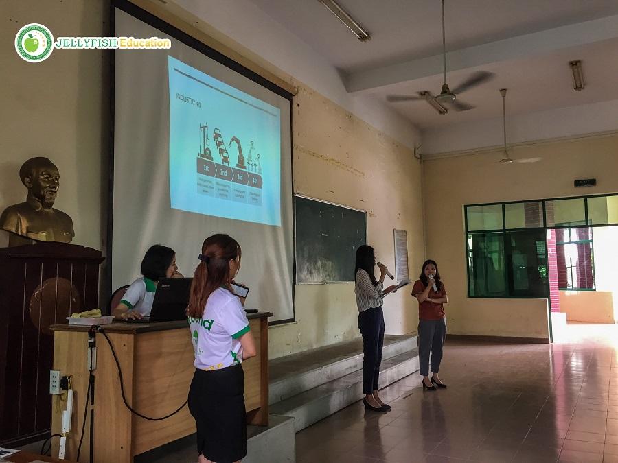 Chị Nguyễn Hoàng Giang giải đáp những khó khăn, thắc mắc của các bạn dành cho đề án này