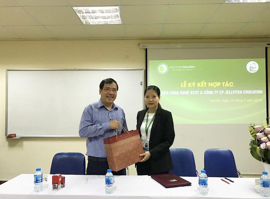 Jellyfish Education ký kết hợp tác đào tạo và cung ứng nguồn nhân lực với Học viện Công nghệ bưu chính viễn thông - 2