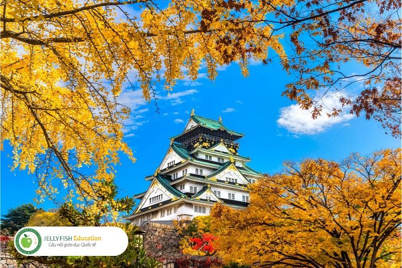 Lâu đài Osaka vào mùa thu