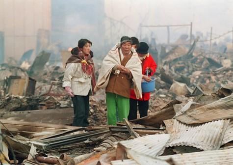 Ngày 17/1/1995 trở thành ngày kinh hoàng của nước Nhật kể từ sau thế chiến thứ 2 (nói tại thời điểm đó). Có tất cả 6.434 người bị thiệt mạng (ước tính vào ngày 22 tháng 12 năm 2005); trong đó tại Kobe là 4.571, mất tích 2 người, bị thương 14.678 (số liệu ngày 11/1/2000). 59% người chết đã ở độ tuổi 60 trở lên. 70% chết vì do ngạt thở và bị nghiền nát.