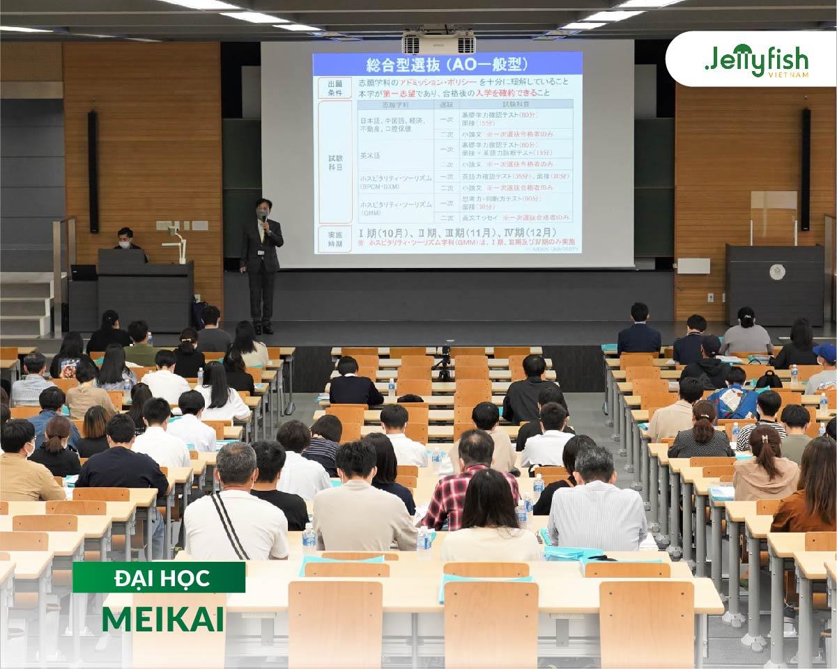 Lớp học tại trường Meikai